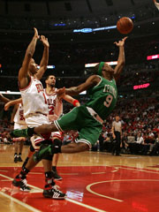 The Best Point Guard – Rajon Rondo Or Derrick Rose?